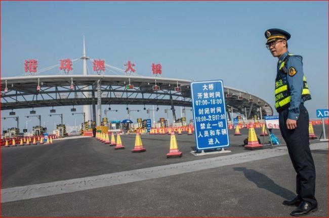 """大型工程丑闻不断 香港陷""""制度崩溃"""""""