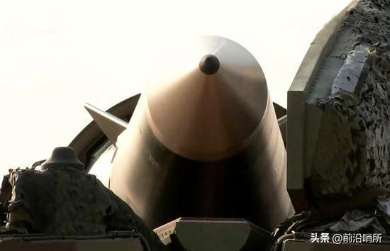 西方网友评中国东风26导弹 对能击沉美航母深信不疑