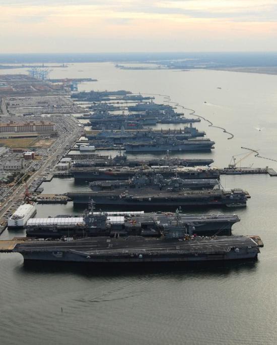 中国军港数十艘军舰星罗密布 一港军舰可顶一国海军