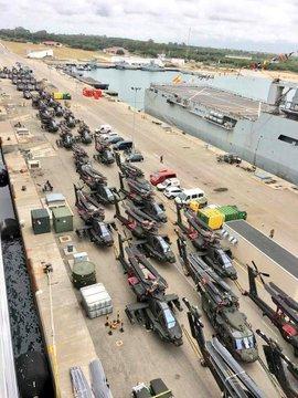 堵机啦?美军大批装备抵达罗马尼亚机场