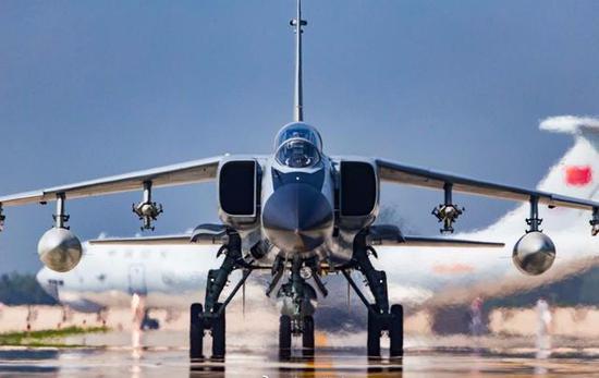 中国飞豹战机为何屡出事故 设计保守易引发失速风险