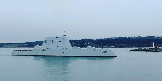 美海军朱姆沃尔特万吨大驱首次停靠国外港口