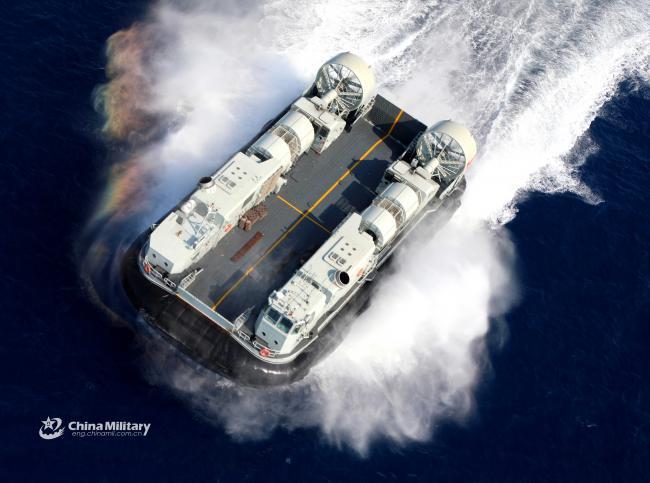 南海舰队气垫登陆艇在西沙进行协同性训练
