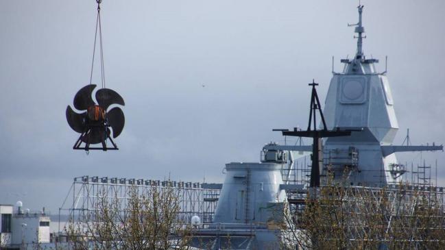 挪威海里泡4个月护卫舰展开大修 螺旋桨被拆