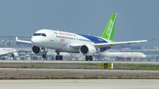 发动机接近机头致波音737重心不稳 C919设计更胜一筹