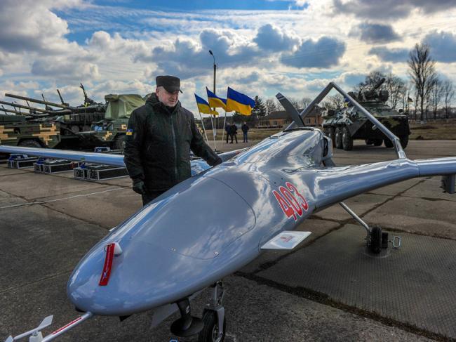 乌克兰军队接收首架土耳其研发TB2无人机