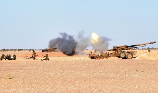 阿尔及利亚大规模军演 中国造榴弹炮引关注