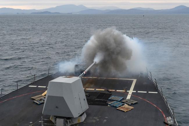 实拍美军舰炮射击,这相机质量真好