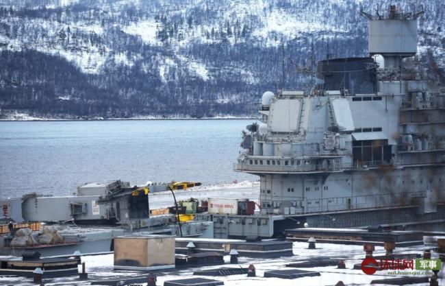 俄羅斯唯一航母維修進展曝光︰甲板�袑騑陷�