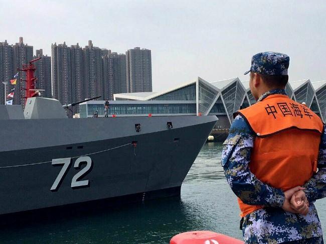 中日回暖?日本军舰罕见捧场中国海军节