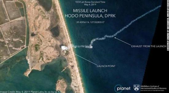 美媒公布朝鲜导弹尾烟轨迹图:百万里挑一的照片