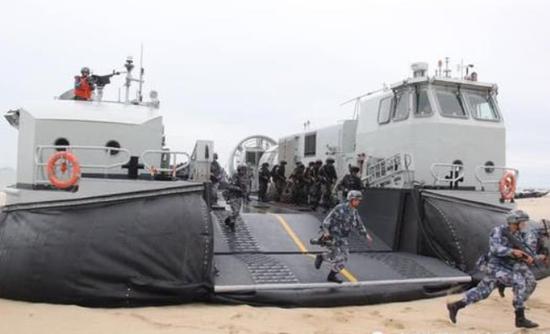 泰陆战队首次体验中国野马气垫船 甲板比美LCAC还大