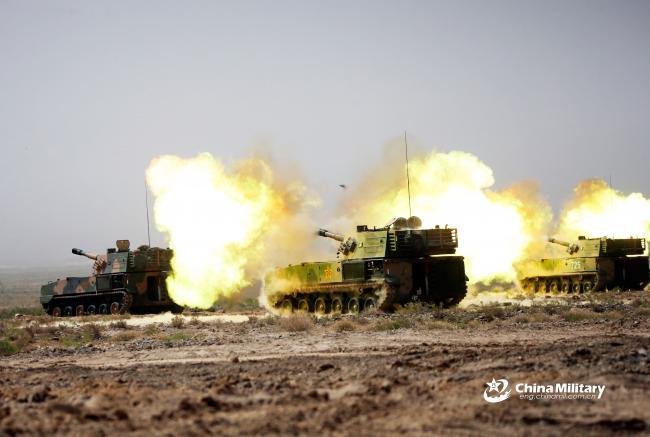 钢铁咆哮:解放军坦克和自行火炮实弹射击