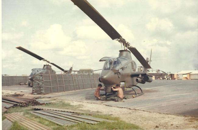 越战时的美军直升机可携带大量火箭弹