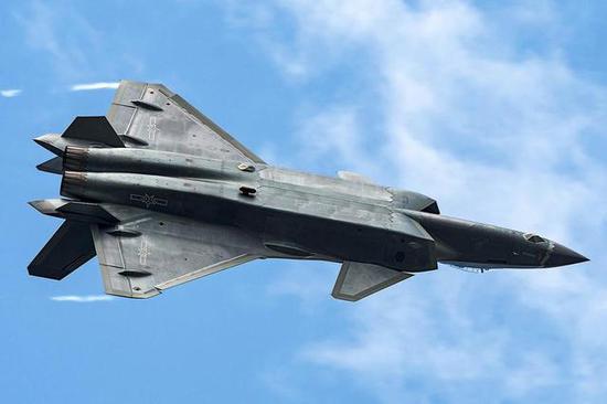 中美最強戰機比拼︰殲20三項指標領先F22 兩項落後
