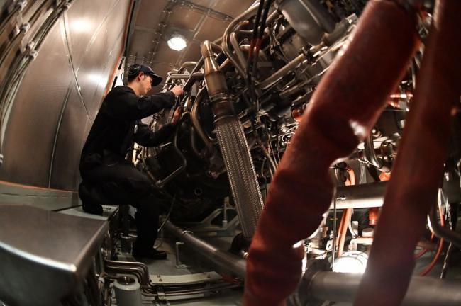 日曝光军舰轮机舱照片 展示日军舰维护能力