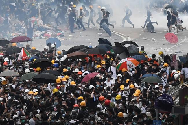 前途未卜 香港富豪纷纷撤资准备后路