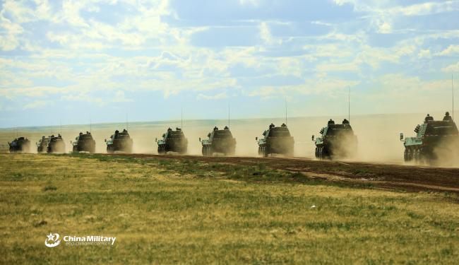 实拍解放军某联合旅联合战术训练演习圆满成功