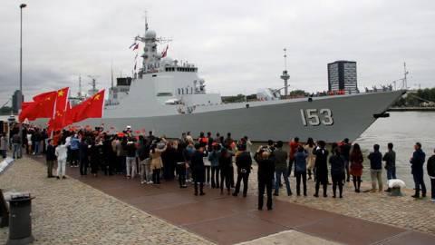 中国海军西安舰抵达荷兰鹿特丹港