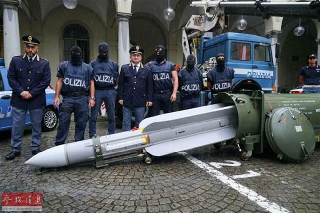 竟有导弹!意警方突袭极端球迷有大收获