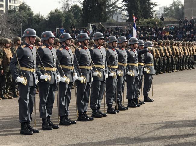 """智利军队宣誓 制服比德军还""""德味"""""""