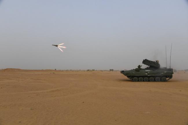 印高调试射国产反坦克导弹 研制超40年