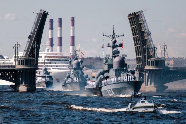 俄海军节阅兵盛况提前曝光 中华神盾舰助阵