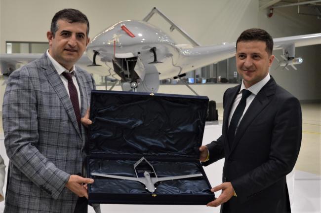乌克兰总统参观土耳其无人机制造公司