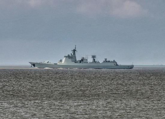 """第21艘052D舰下水 加长版""""中华神盾""""居然已造8艘"""