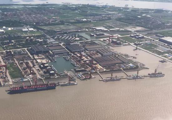 中国军舰继续下饺子 8艘神盾舰同时现身一个船厂