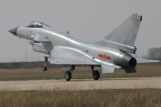 歼10质量有多强:一天飞行8小时 创国产战机飞行记录