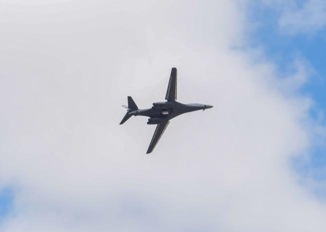 美军B-1轰炸机地面维护 弹舱内部曝光