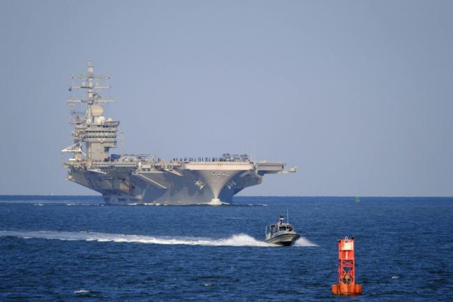 飓风威胁解除 美海军大批军舰返回军港