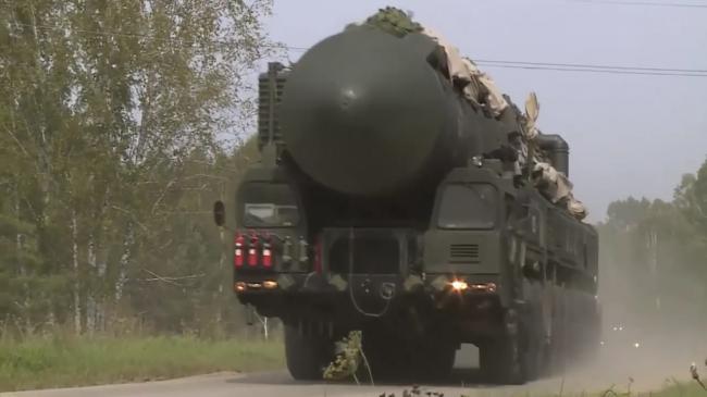 """俄军演练""""核大棒""""机动转移后隐蔽部署"""