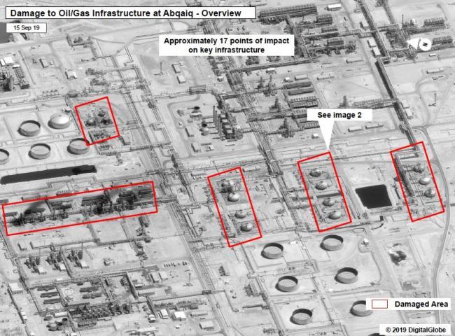 遭巡航导弹袭击的沙特炼油厂油罐上可见弹孔
