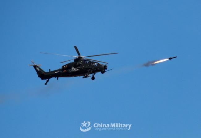 直-10天山演练 使用火箭弹对地攻击