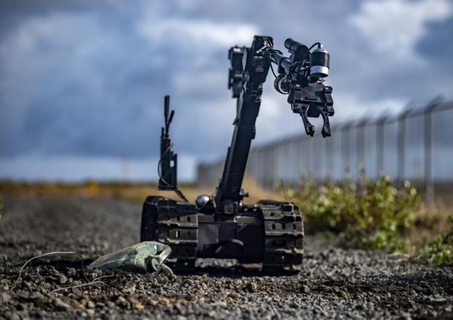 排爆比赛冰岛举行 机器人排爆手到擒来